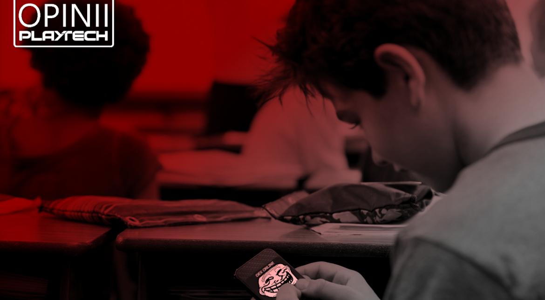 Cine cui fură căciula? Dexonline versus elevii cu telefonul pe genunchi