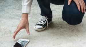 Ecranul spart al telefonului tău s-ar putea repara singur mulțumită acestei inovații