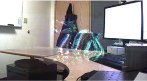 Microsoft îți va transforma ochelarii în ecrane holografice