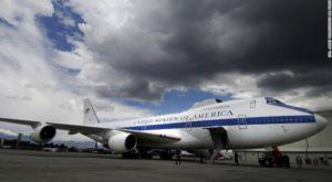 Două avioane construite să reziste atacurilor nucleare au fost avariate de o tornadă