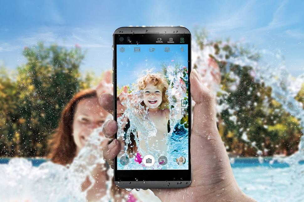LG Q8 este o variantă mai micuță și mai cochetă…