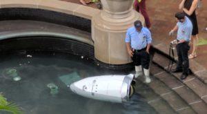Un robot de securitate s-a sinucis aruncându-se într-o fântână