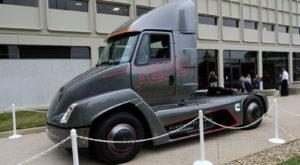 Tesla a pierdut cursa pentru primul camion electric