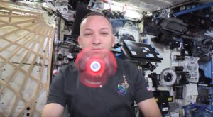 Ce se întâmplă cu un fidget spinner folosit de astronauți în spațiu