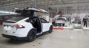 Tesla a concediat sute de angajați din cauza performanței slabe