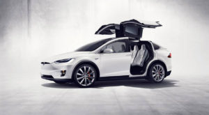 Tesla Model X se întoarce în fabrică din cauza unor cabluri defecte