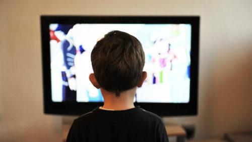 Privitul excesiv la televizor te afectează mai mult decât credeai