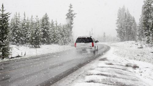 Cum încălzești mai repede mașina iarna