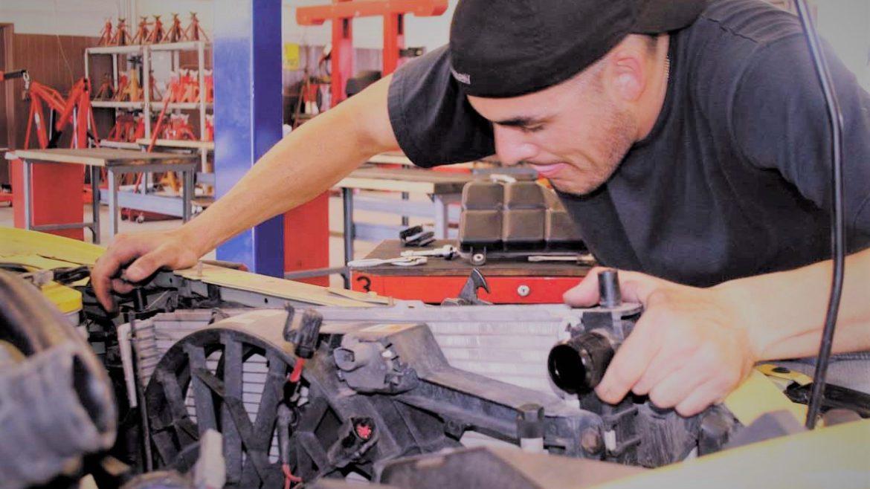 Cinci fraze care îți arată dacă mecanicul mașinii tale e profesionist sau nu