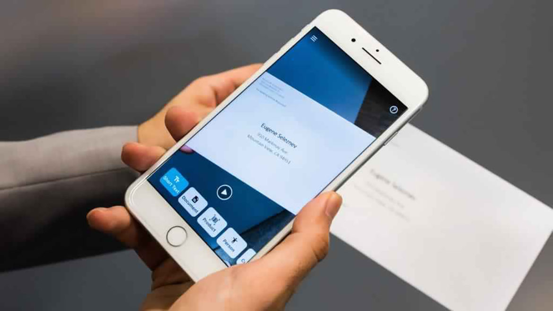 O aplicație Microsoft ajută orbii să vadă și să citească
