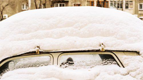 Cum șofezi pe timp de iarnă: sfaturi și trucuri care te salvează