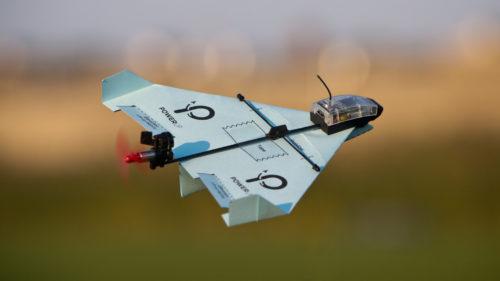 PowerUp Dart îți transformă avioanele de hârtie în drone inteligente