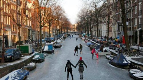 Frigul a făcut din Amsterdam un patinoar și ne-a dat imagini magnifice