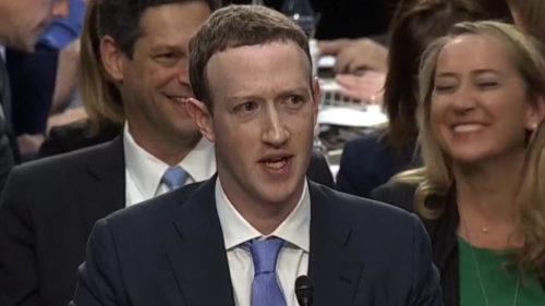 Facebook te va asculta prin microfon, dar îți explică de ce