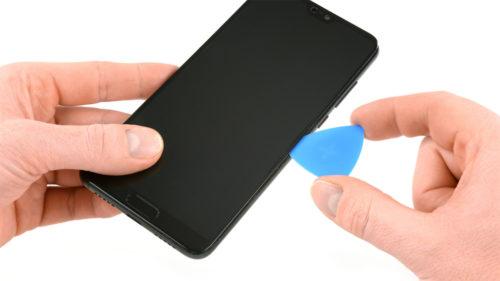 Aceste pahare făcute din ecrane de telefon sunt o idee bună de reciclare