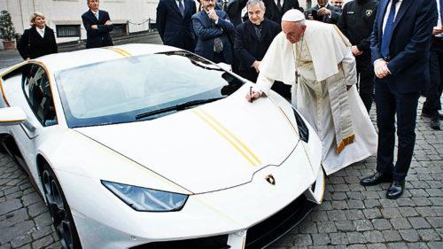 Ce face Papa Francisc cu banii luați pe mașina Lamborghini personală