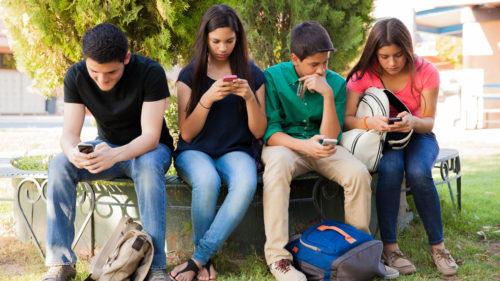 Aplicația care îți va convinge copilul să-ți răspundă la mesaje când îl cauți