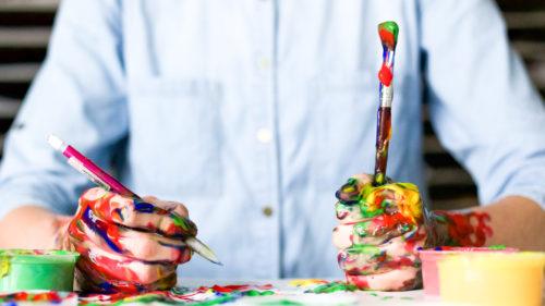 Dacă ai avut o copilărie traumatizantă, ai mai multe șanse să fii creativ