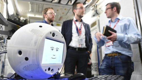 De ce trimite Elon Musk în spațiu un robot cu inteligență artificială