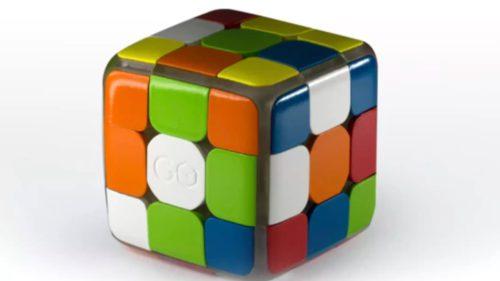 Acest cub Rubik te învață să devii maestru la rezolvarea lui