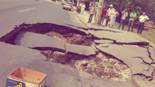 Ideea pe care s-o vrei în România: pizzeria care asfaltează drumuri