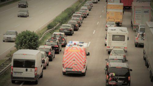 Ar trebui să învățăm de la germani ce fac în trafic când vine ambulanța