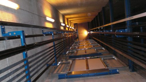 Ce poți face ca să nu mori când ești într-un lift în cădere