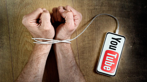 Cum știi cât stai pe YouTube ca să vezi dacă ești dependent