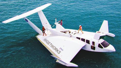 Mașina viitorului e o combinație între barcă și avion