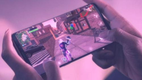 Samsung ar oferi un telefon cu un ecran mai ceva ca în Star Wars