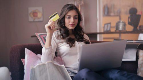 Cât au cheltuit online românii în fiecare minut al anului trecut