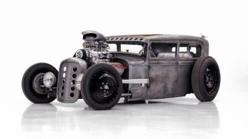 """Un Ford din anii '30 a devenit un """"monstru"""" la care și scaunele sunt din oțel"""