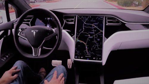VIDEO Surprins în Tesla când dormea: mergea cu 120 km/h pe autostradă