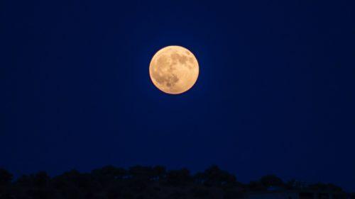 NASA va analiza niște roci de pe Lună neatinse până acum