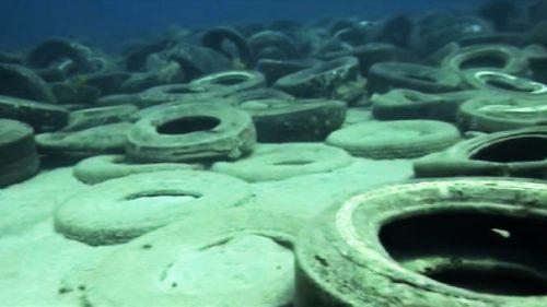 Povestea recifului de anvelope, format din 2 milioane de cauciucuri uzate